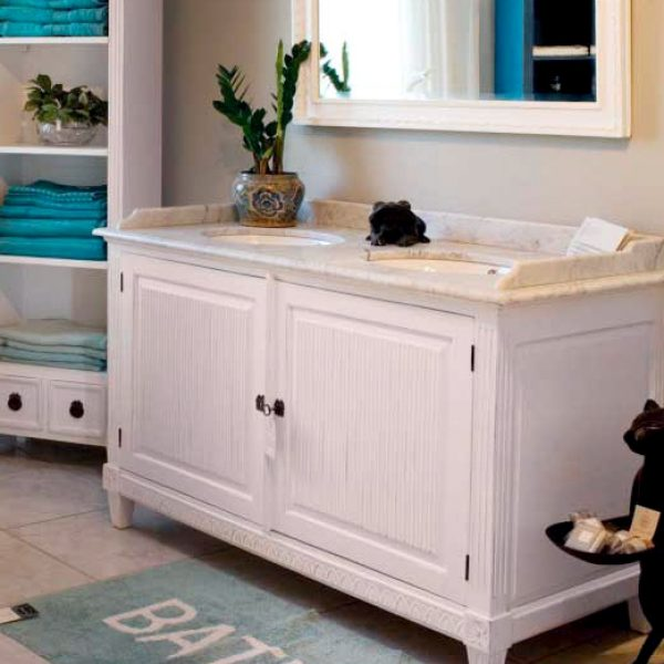 Gustaviansk baderomskap med 2 ovale vasker, uten skuffer