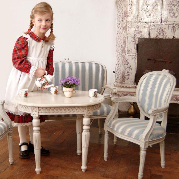 Gustaviansk sett med barnemøbler