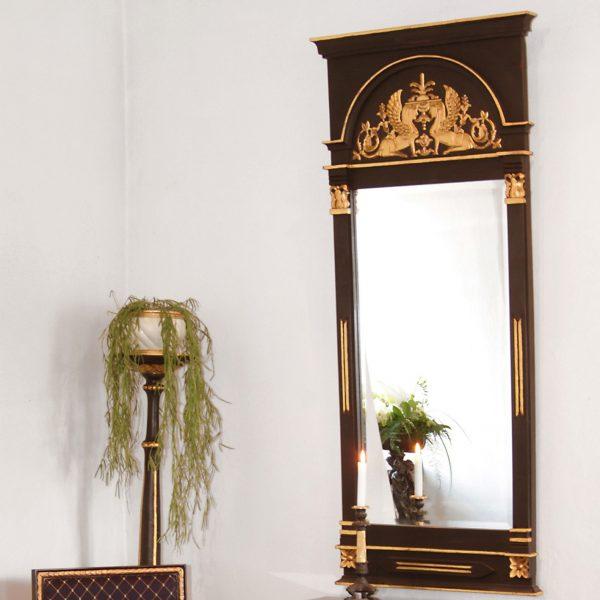 Sengustaviansk speil høy